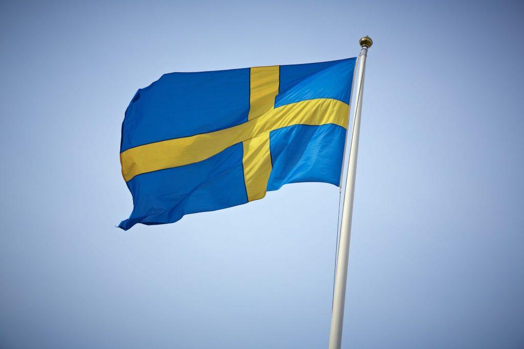 Denna bild har ett alt-attribut som är tomt. Dess filnamn är svenska-flaggan.jpg